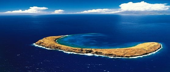 Molokini_Crater_Maui_hawaii